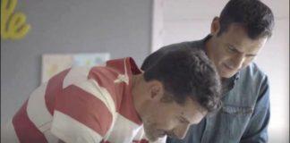 Schwules Paar im Werbespot